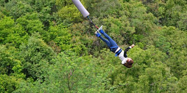 Le saut à l'élastique, l'activité à partager avec sa famille !